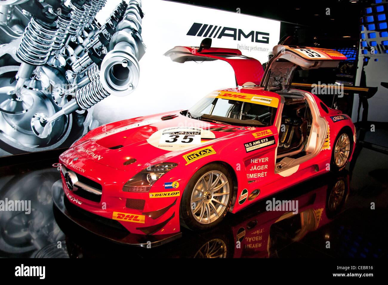 mercedes benz sls amg gt3 racing car showroom champs elysees paris stock photo 43285458 alamy. Black Bedroom Furniture Sets. Home Design Ideas