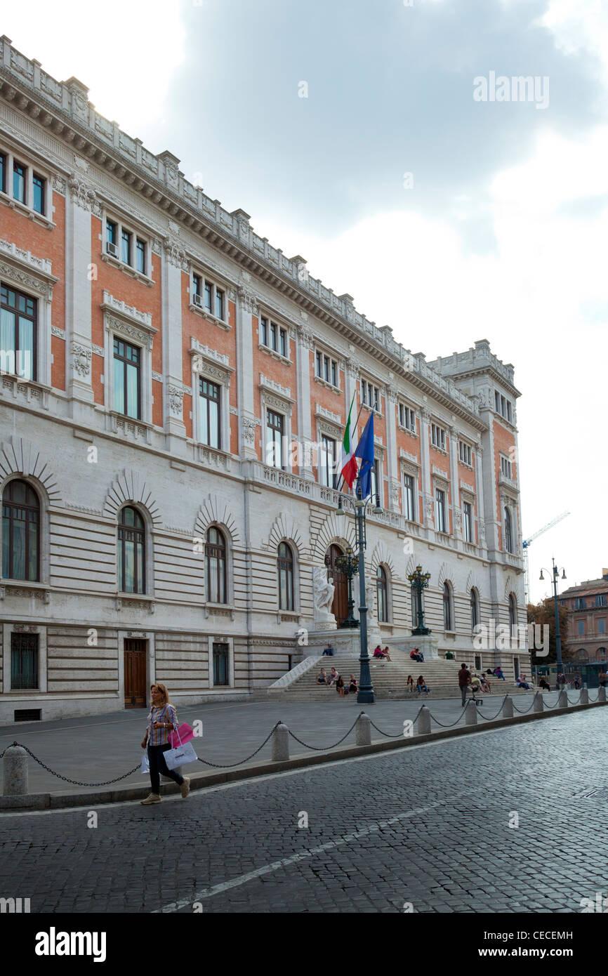 Piazza del parlamento and parliament building in rome for Parlamento rome