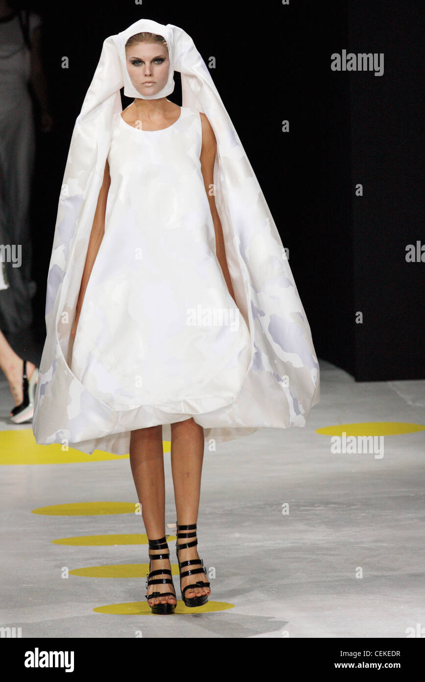 Giles deacon london ready to wear spring summer bridalwear for Giles deacon wedding dresses