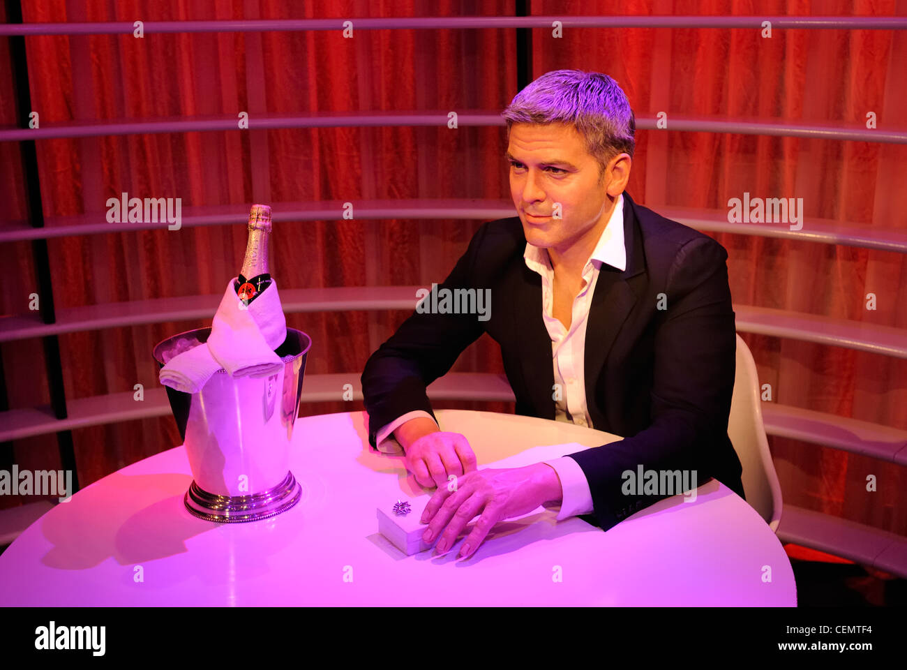 george clooney as a wax figure in madame tussauds wax museum unter stock photo royalty free. Black Bedroom Furniture Sets. Home Design Ideas