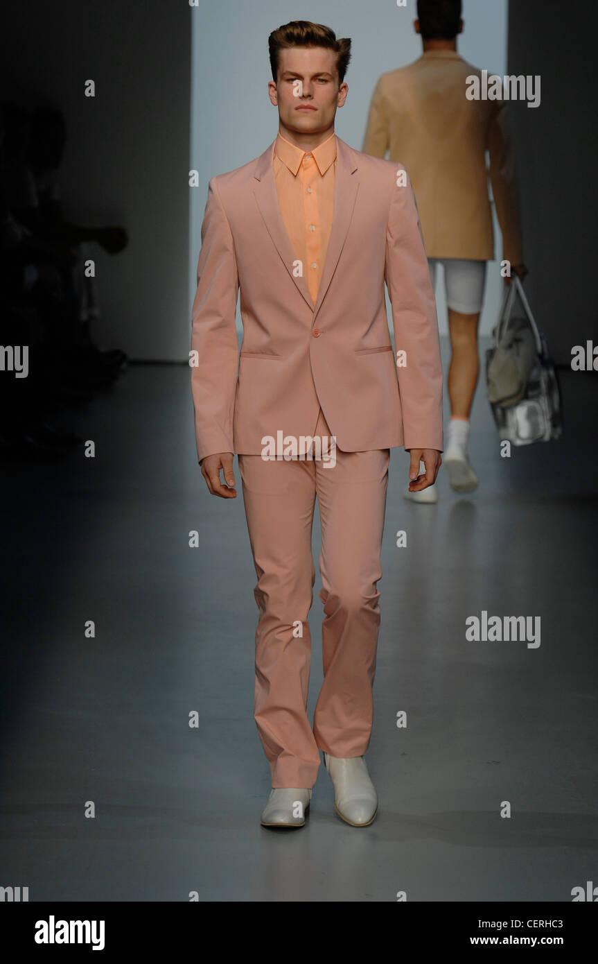 Calvin Klein Milan Menswear Ready to Wear Spring Summer Model pink ...