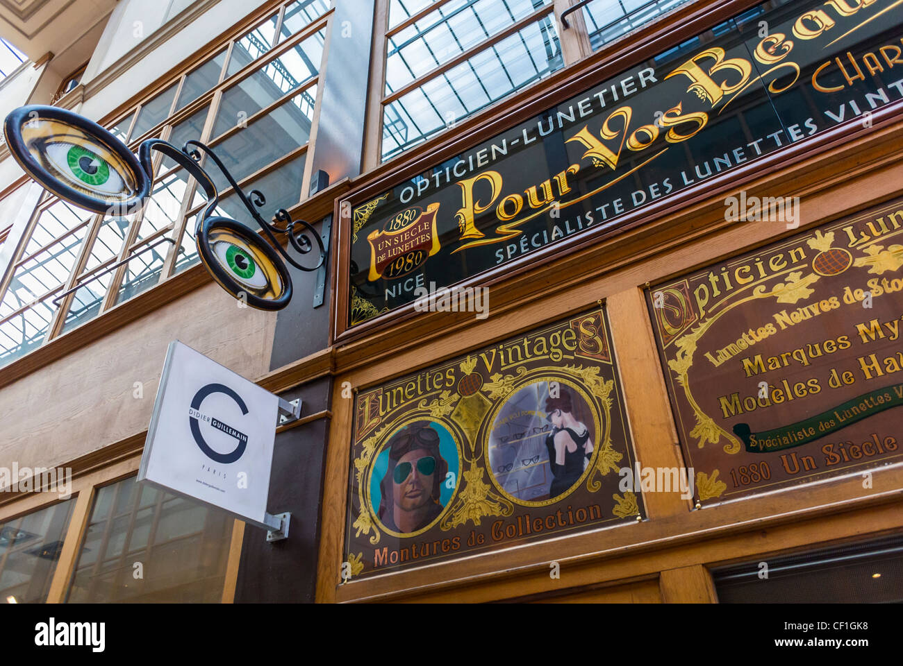 Paris france detail old french sign on eyeglass for Retro shop paris