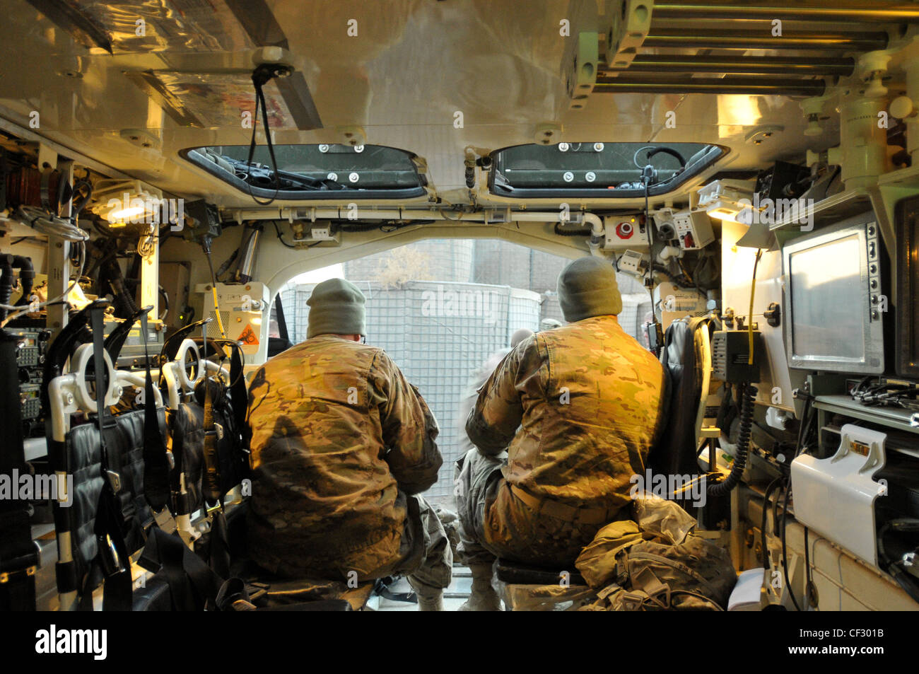 US Army Soldiers assigned to the Headquarters ...