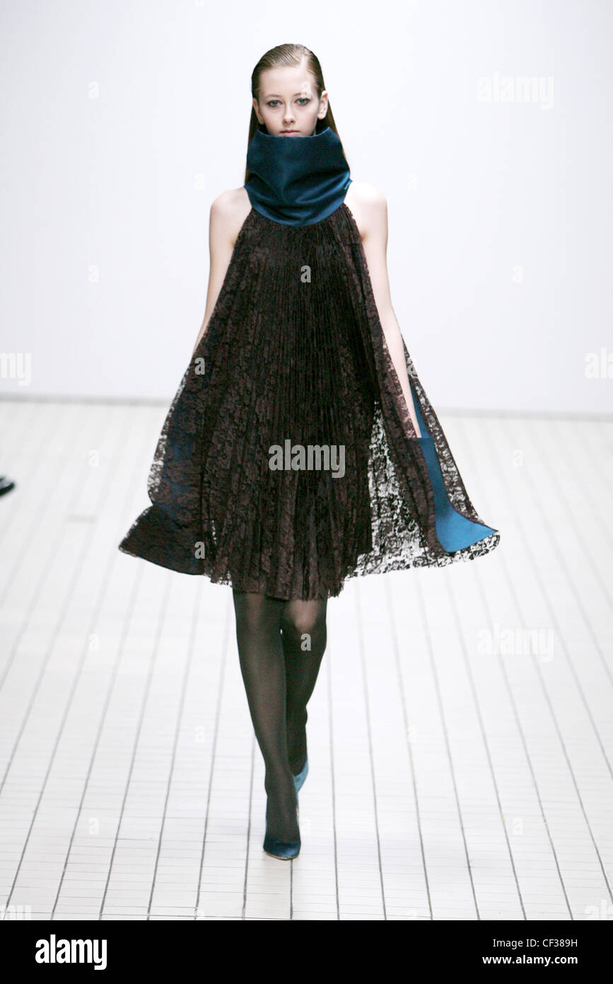 erdem ready to wear autumn winter black lace swing