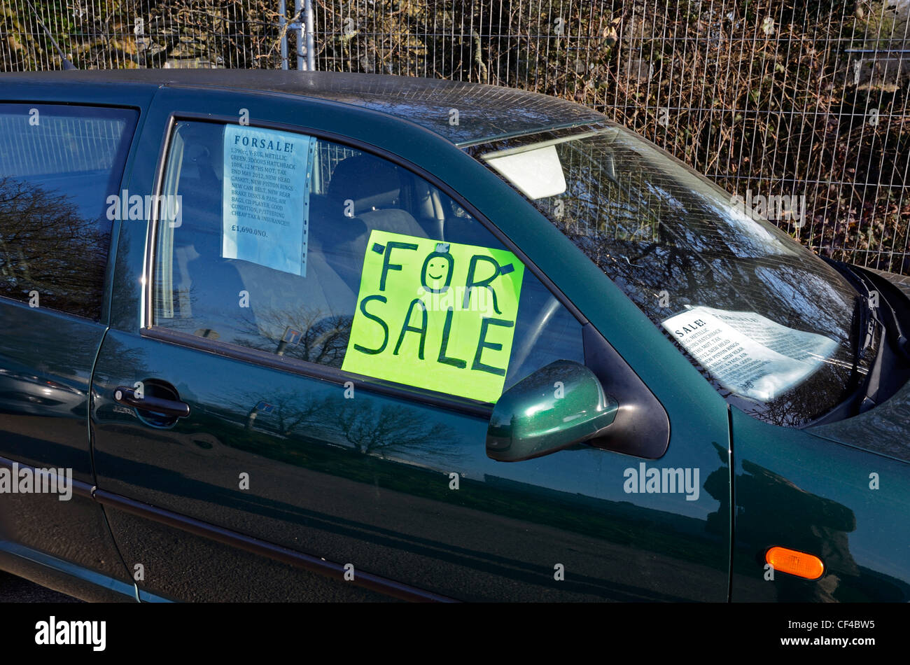 A car with a for sale sign in the window Photo Royalty Free – Free for Sale Signs for Cars