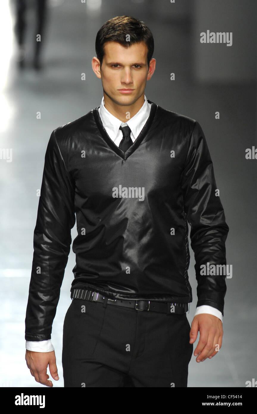 Milan Alessandro DellAqua Menswear Ready to Wear Model dark hair ...