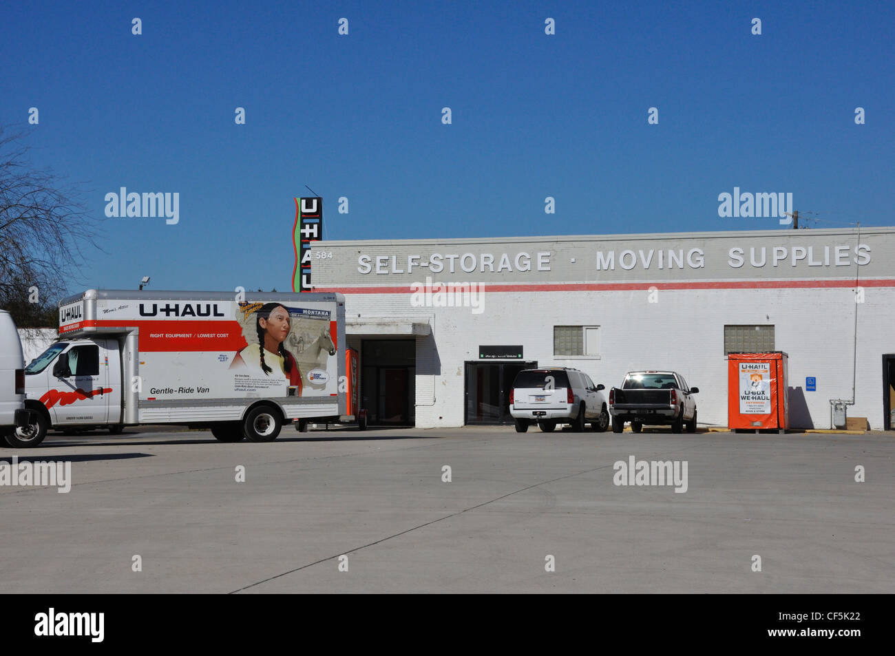 Uhaul Truck S U Haul Moving Trucks Stock Photo Royalty Free Image 43765290 Alamy