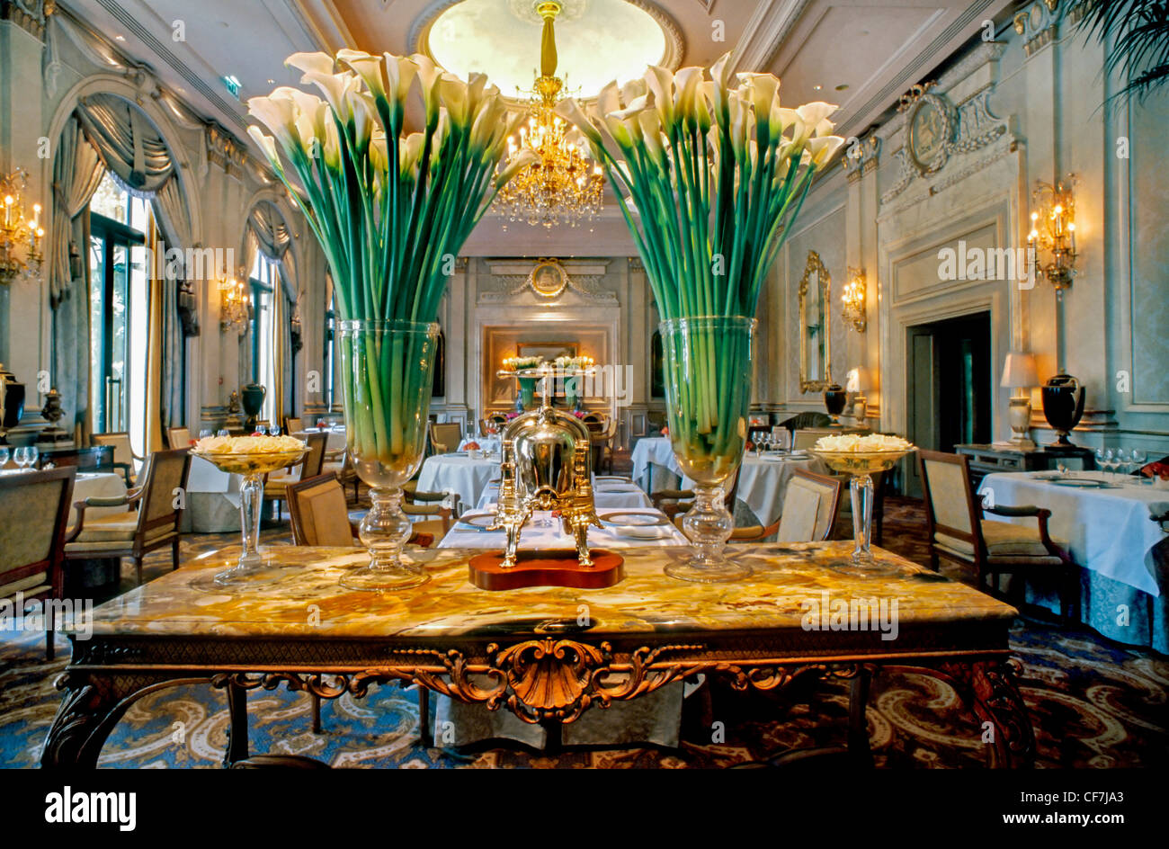 France paris fancy french restaurant interior decor le for Art and decoration france