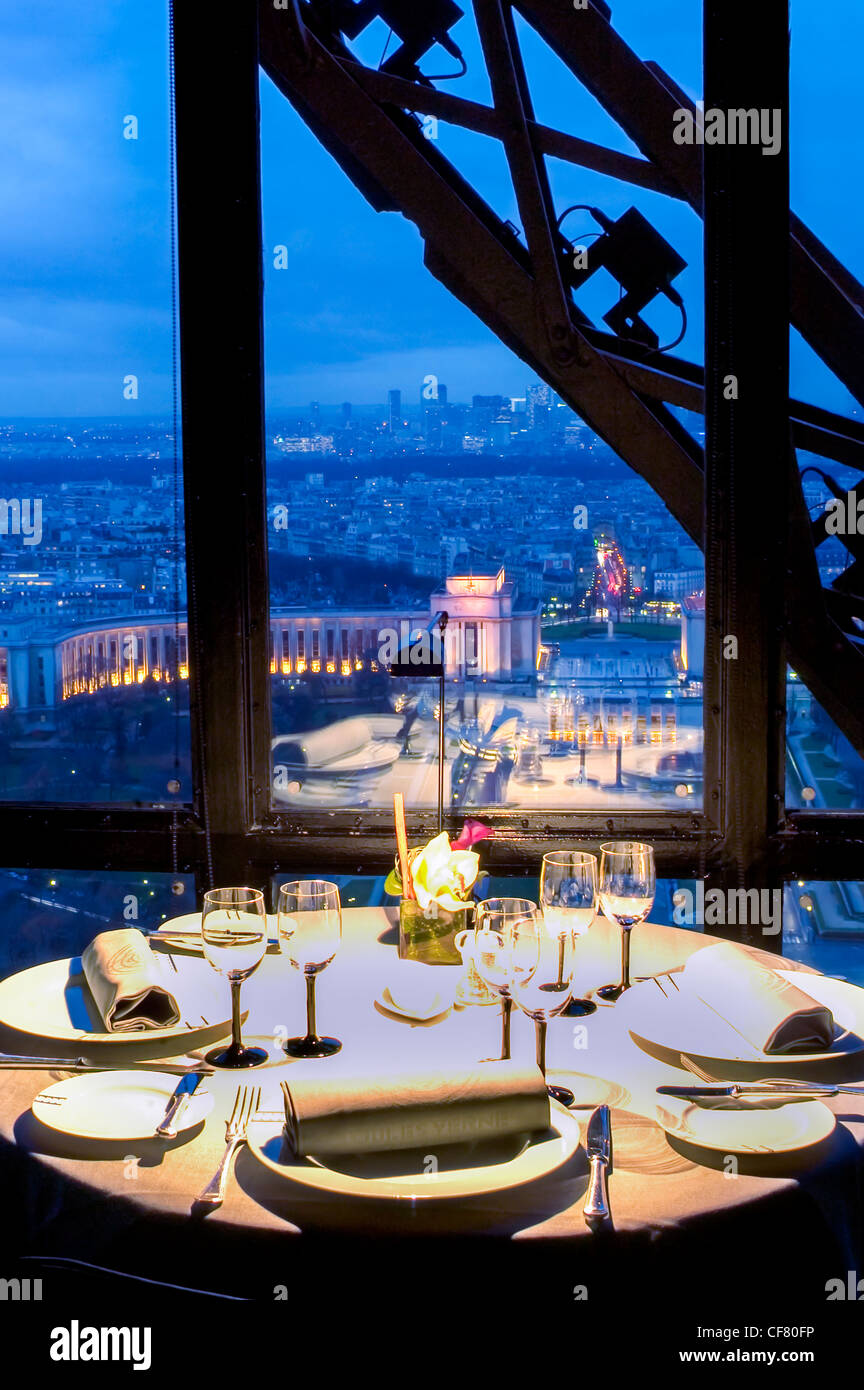 Paris france haute cuisine french restaurant table for Restaurant cuisine francaise paris