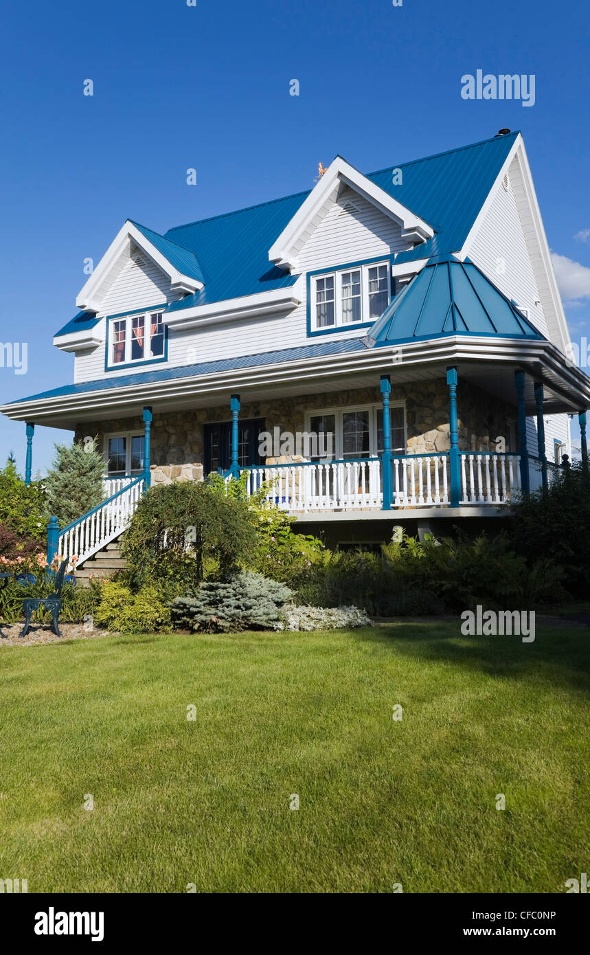 Quebecois style homes for Styles of residential homes