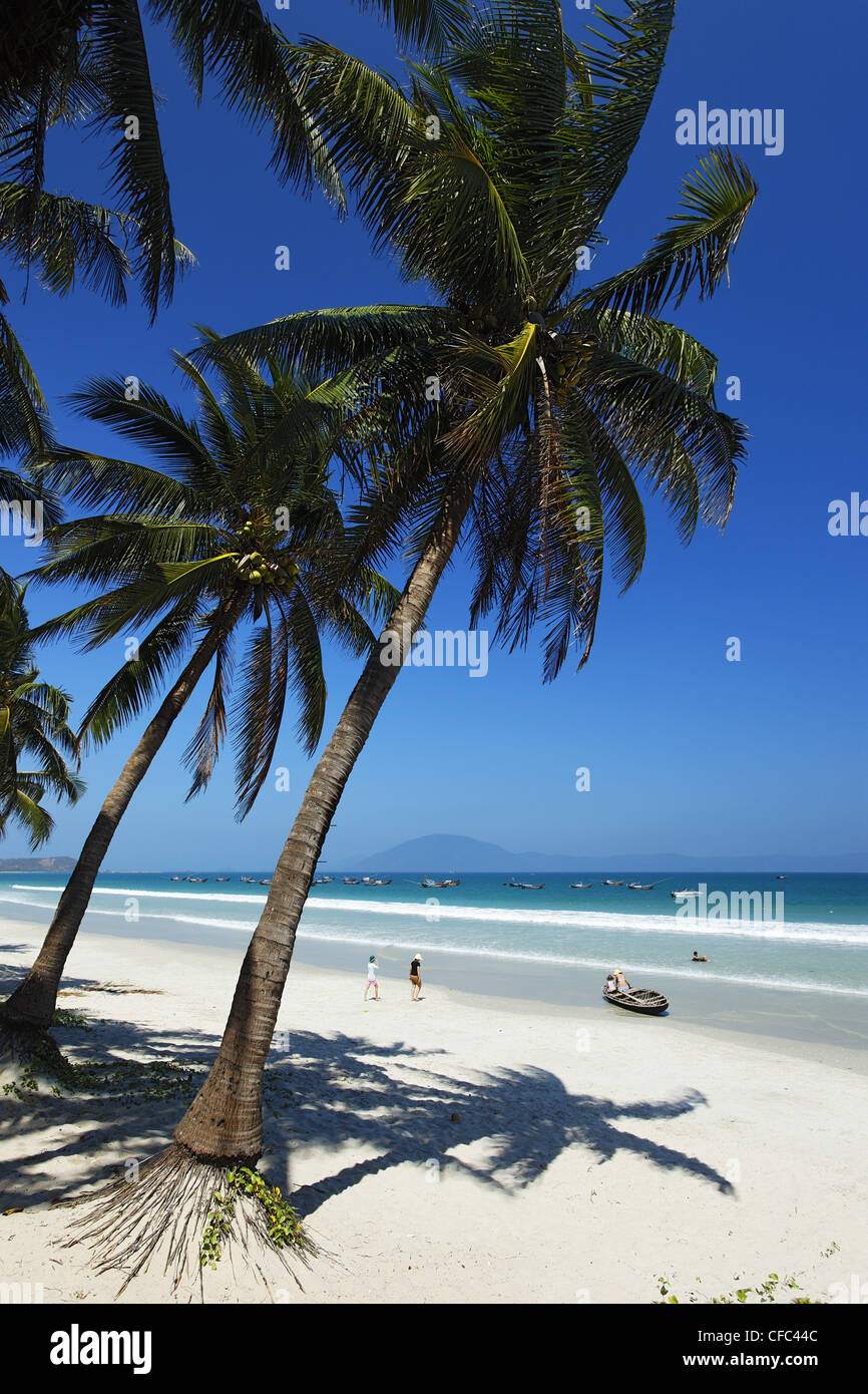 how to get to doc let beach from nha trang