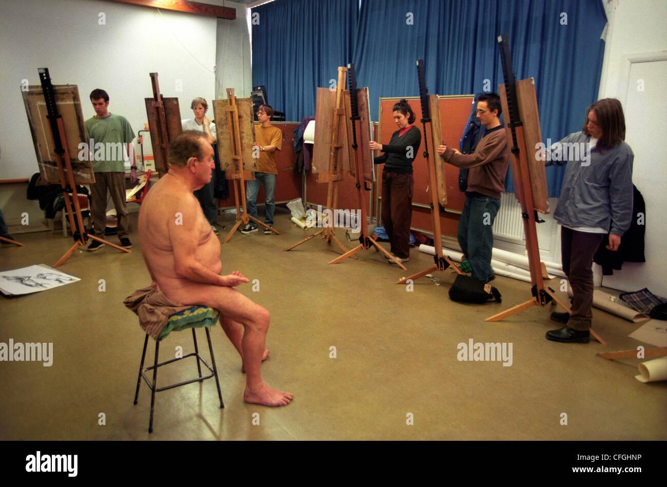 girls class paint nude