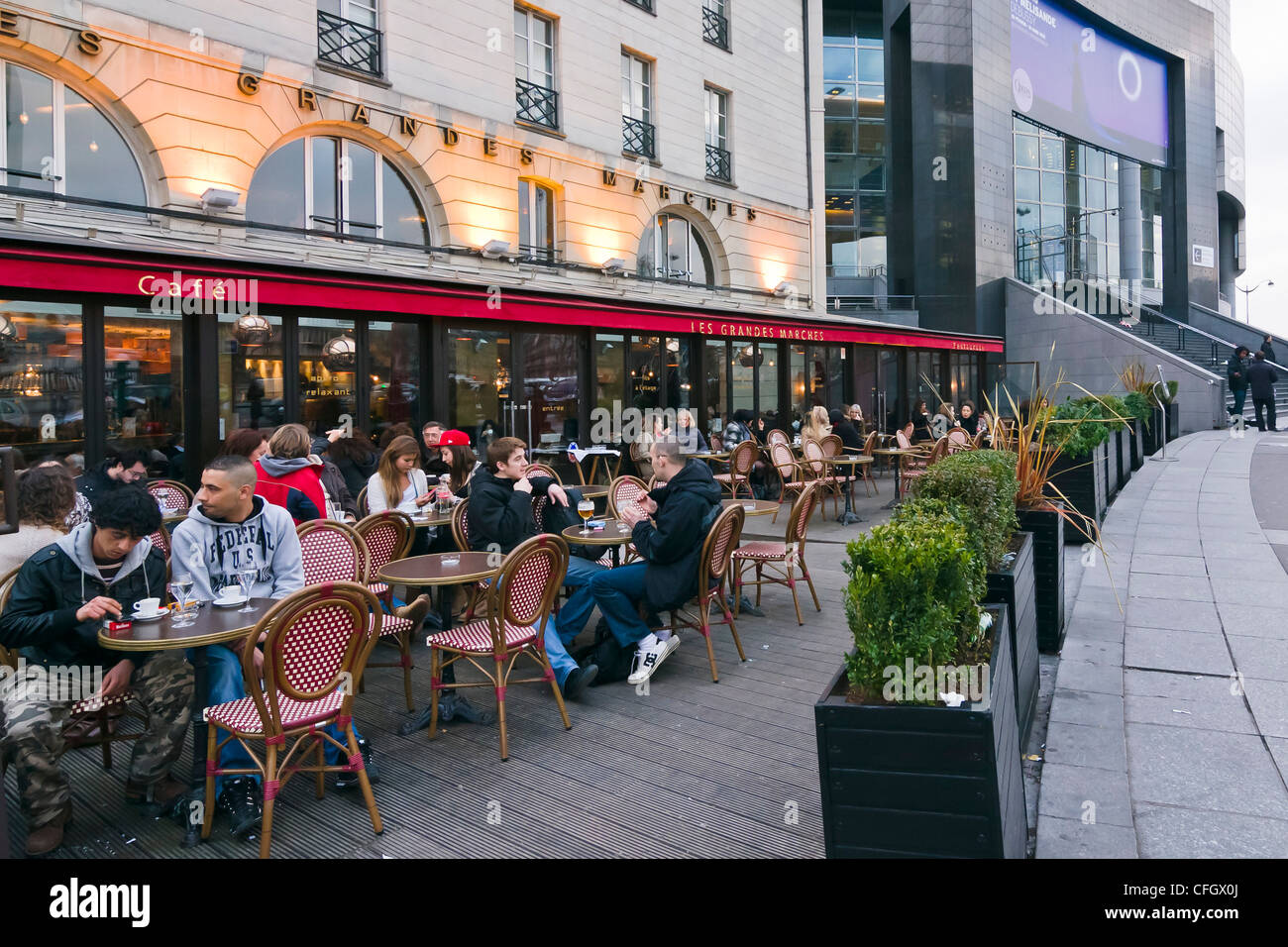 People enjoying a drink at a cafe terrace bastille for Restaurant bastille terrasse