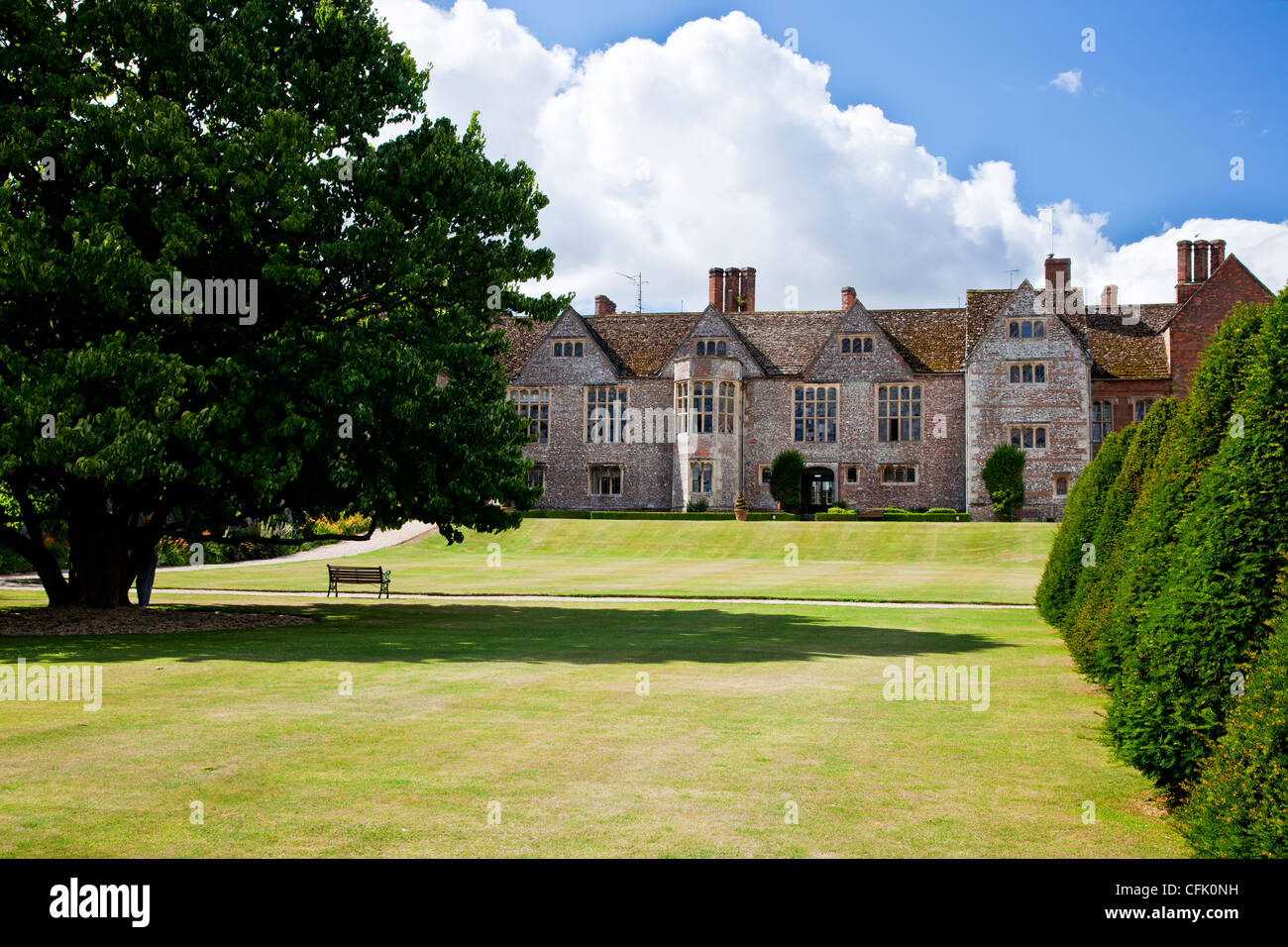 Lawn and garden of an english tudor country manor in for Berkshire house