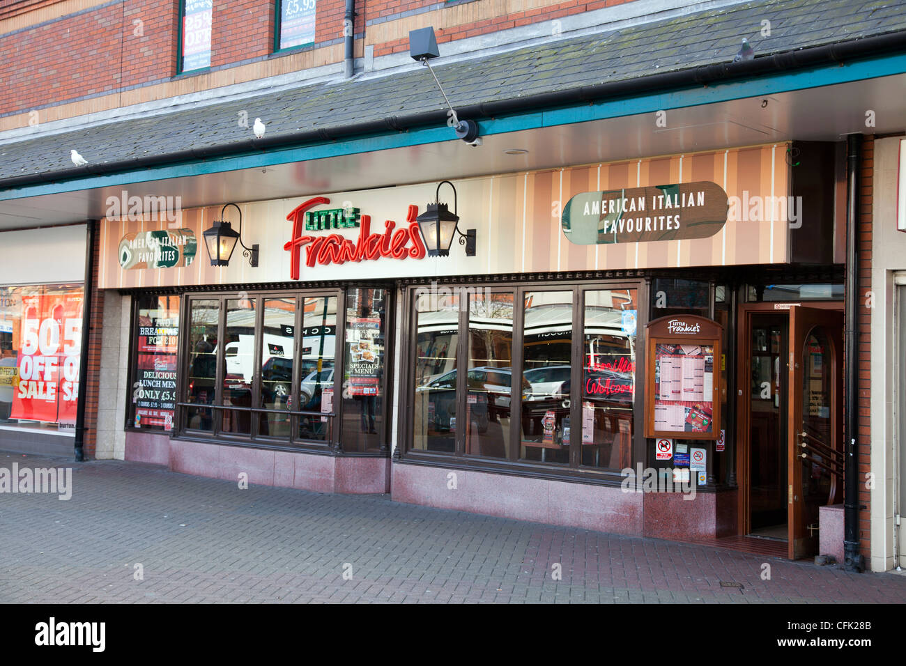 Italian restaurant exterior - Skegness Town Lincolnshire England Uk Little Frankie S American Italian Restaurant Exterior With Sign