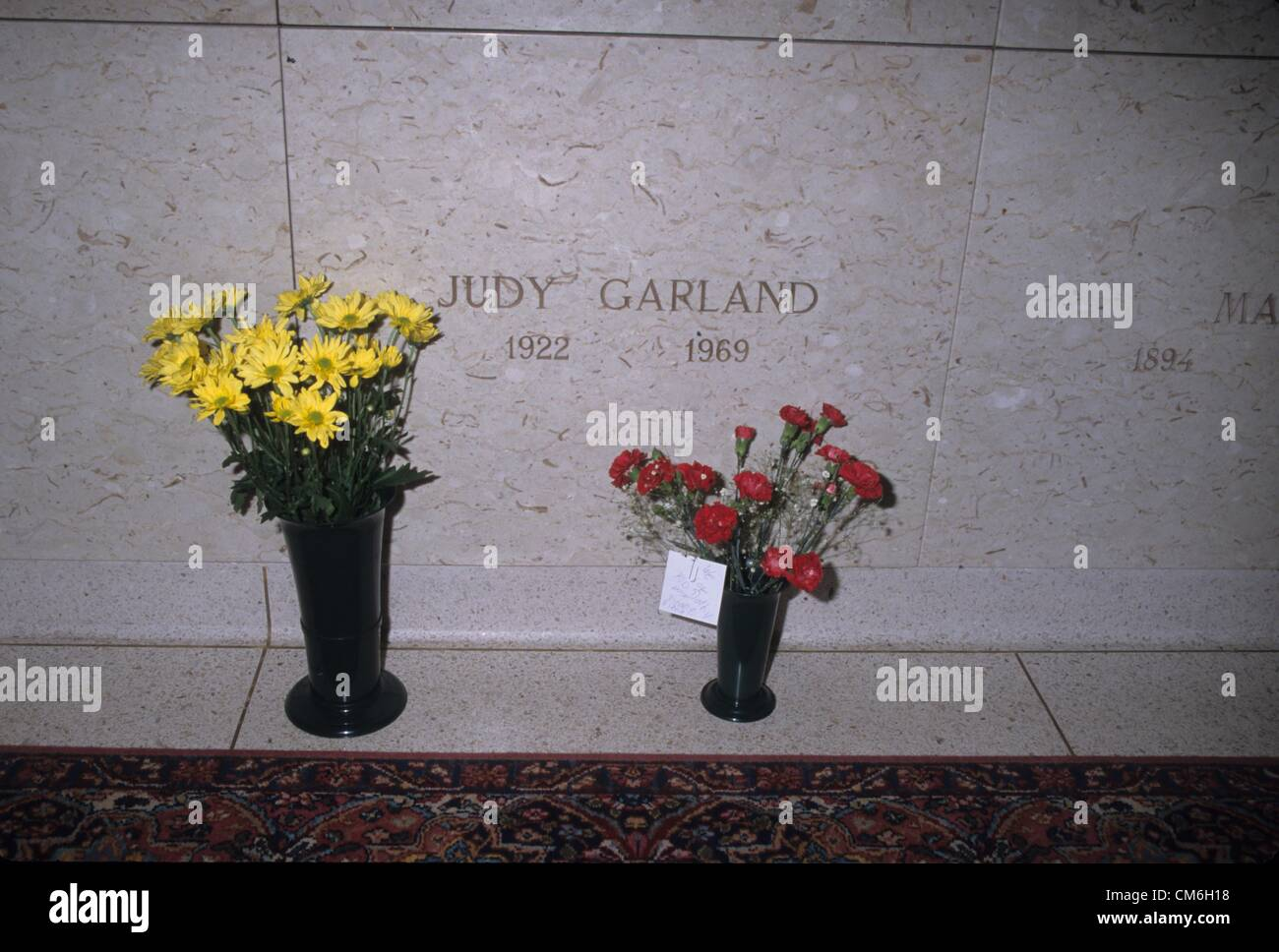 JUDY GARLAND's grave at Ferncliff cemetery in Hartsdale ...