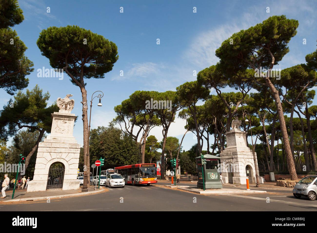 Entrance to the villa borghese gardens from the corso d for Corso arredatore d interni roma