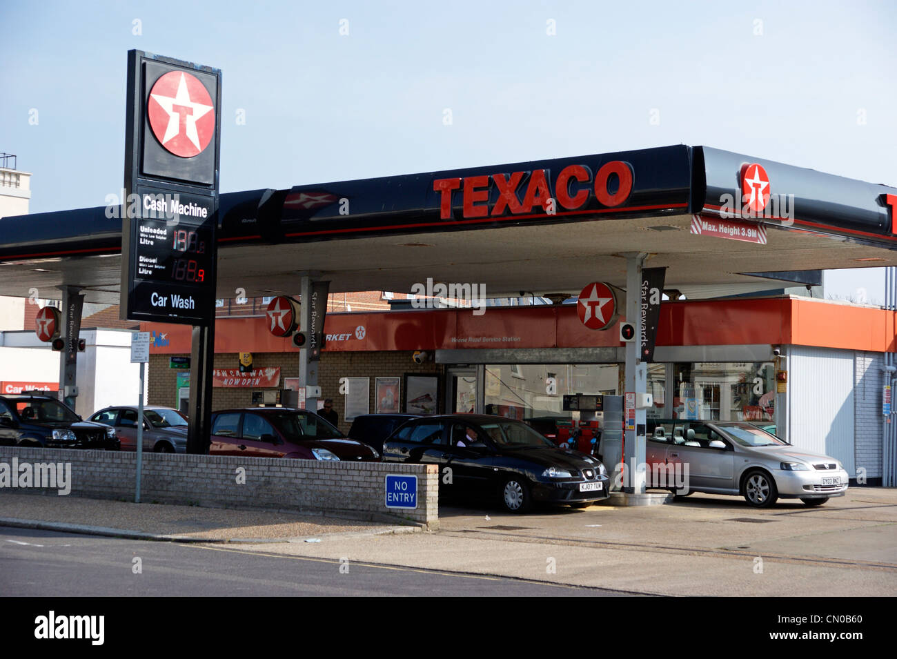 Fuel crisis texaco petrol station garage forecourt full for Garage energy automobiles