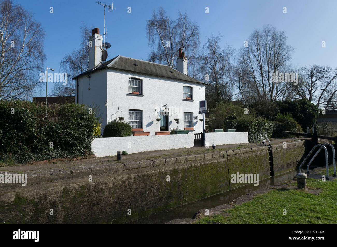 House For Sale At Home Park Lock No70 Grand Union Canal Kings Langley Herts UK