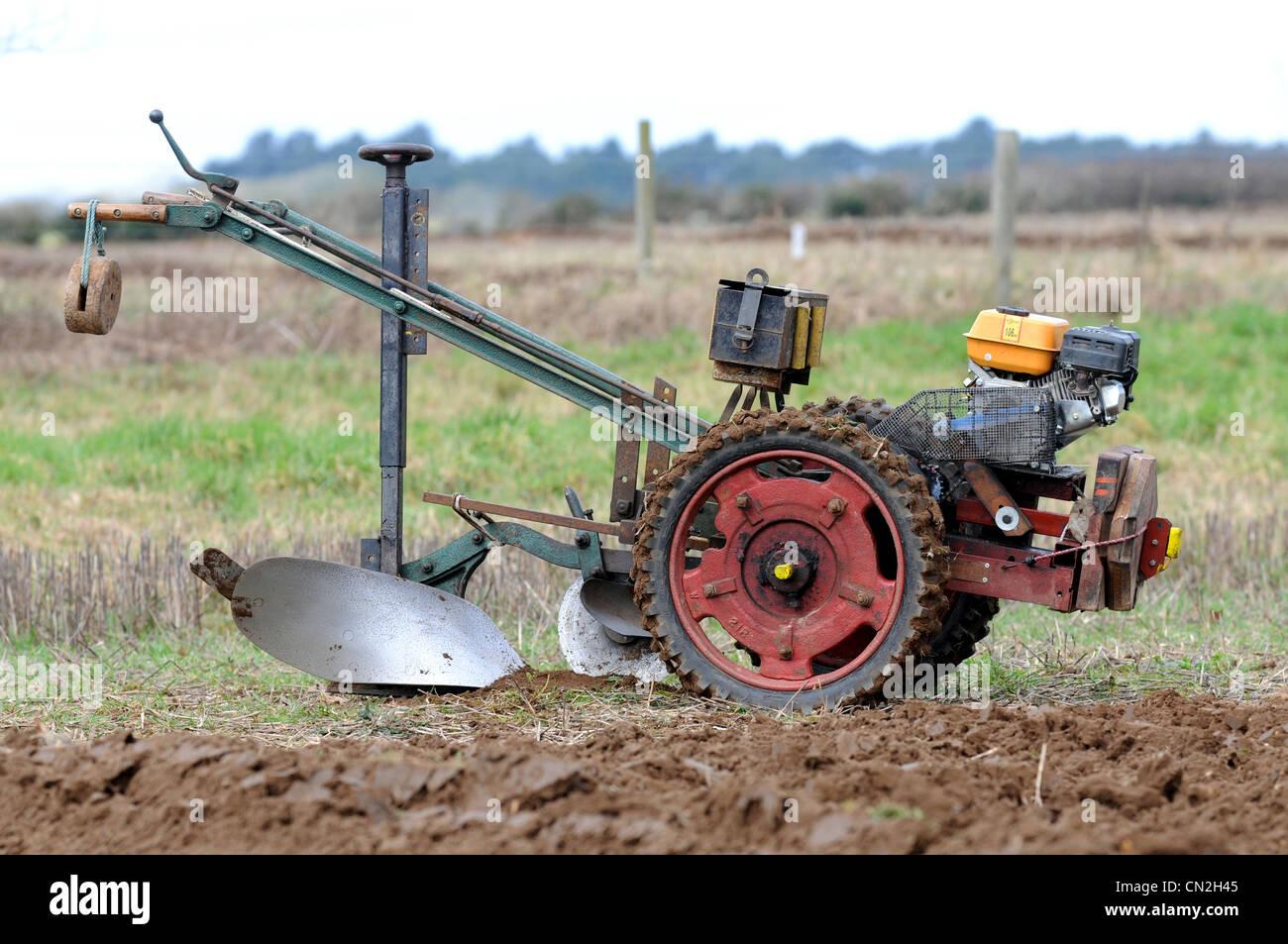 2 Wheel Tractor 1900 : Walking tractor two wheel ploughing plough