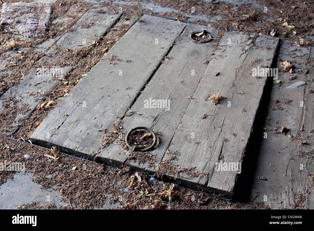 Wooden cellar door - Stock Image & Old Door Handle Stock Photos \u0026 Old Door Handle Stock Images - Alamy