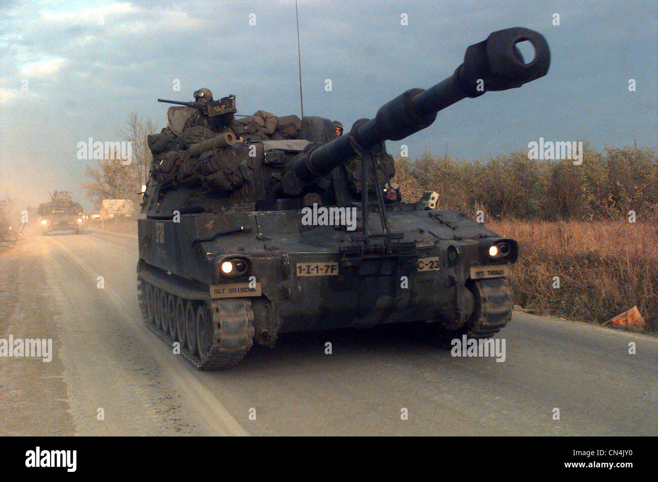 Self Propelled Cart >> A US Army United Defense LP M109 155mm Paladin Self ...