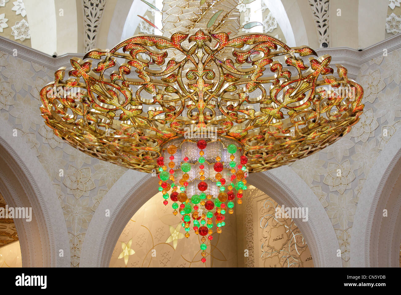 The imposing chandelier at Sheikh Zayed Grand Mosque, Abu Dhabi ...