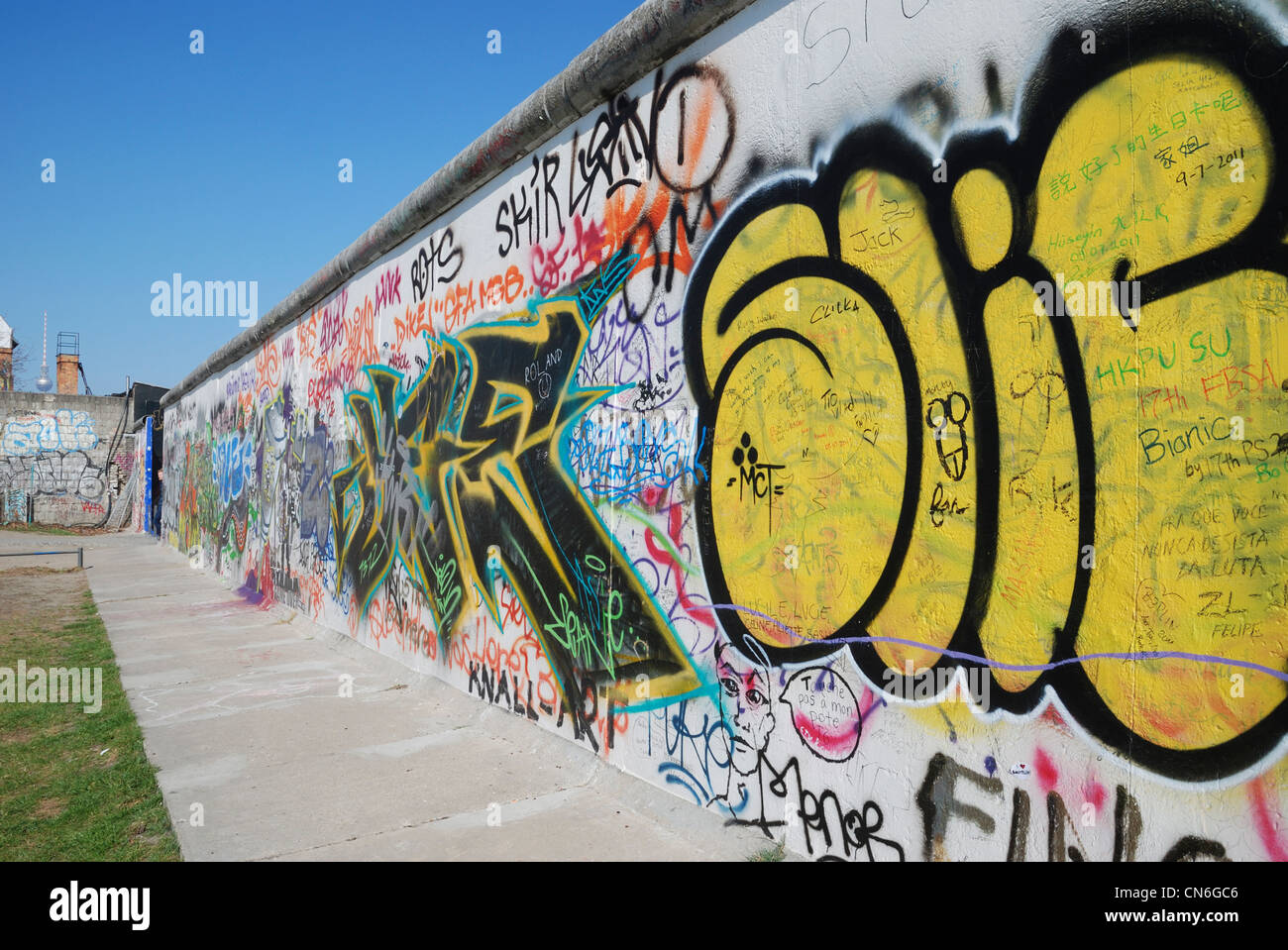 Magnificent Berlin Wall Art Gallery Images - The Wall Art ...