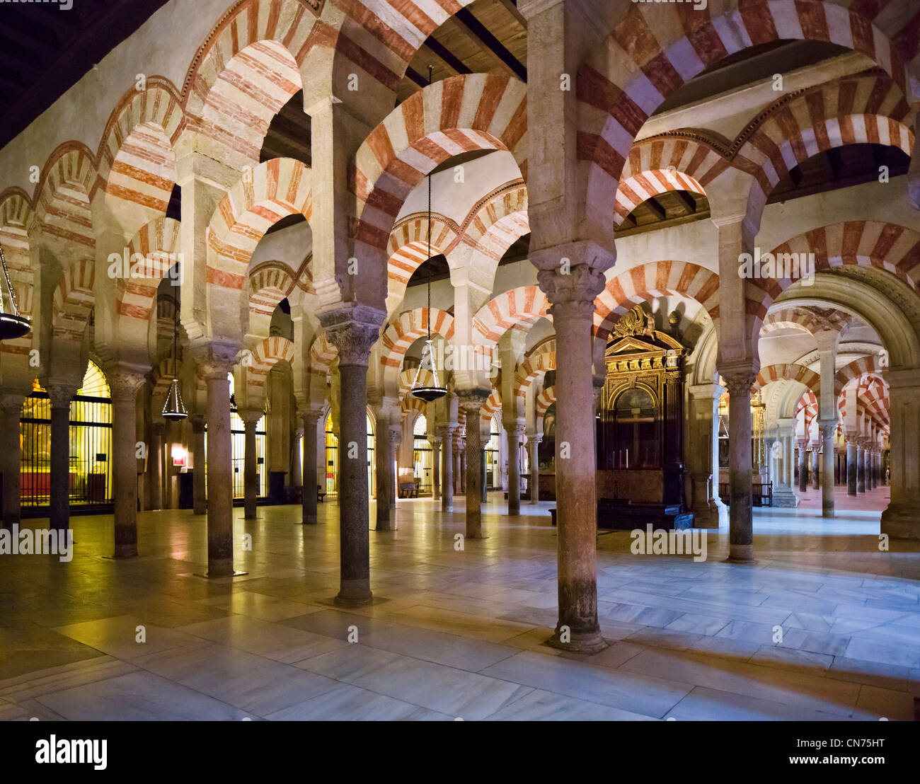 Interior of the mezquita cathedral mosque cordoba for Interior mezquita de cordoba