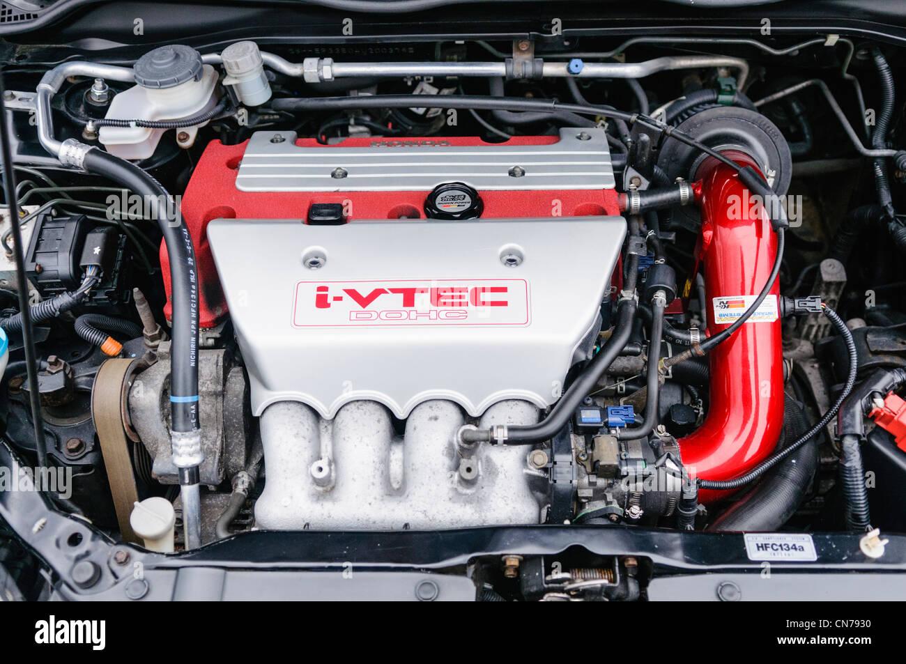 Modified Honda S2000 >> Honda i-VTEC engine Stock Photo, Royalty Free Image: 47489316 - Alamy