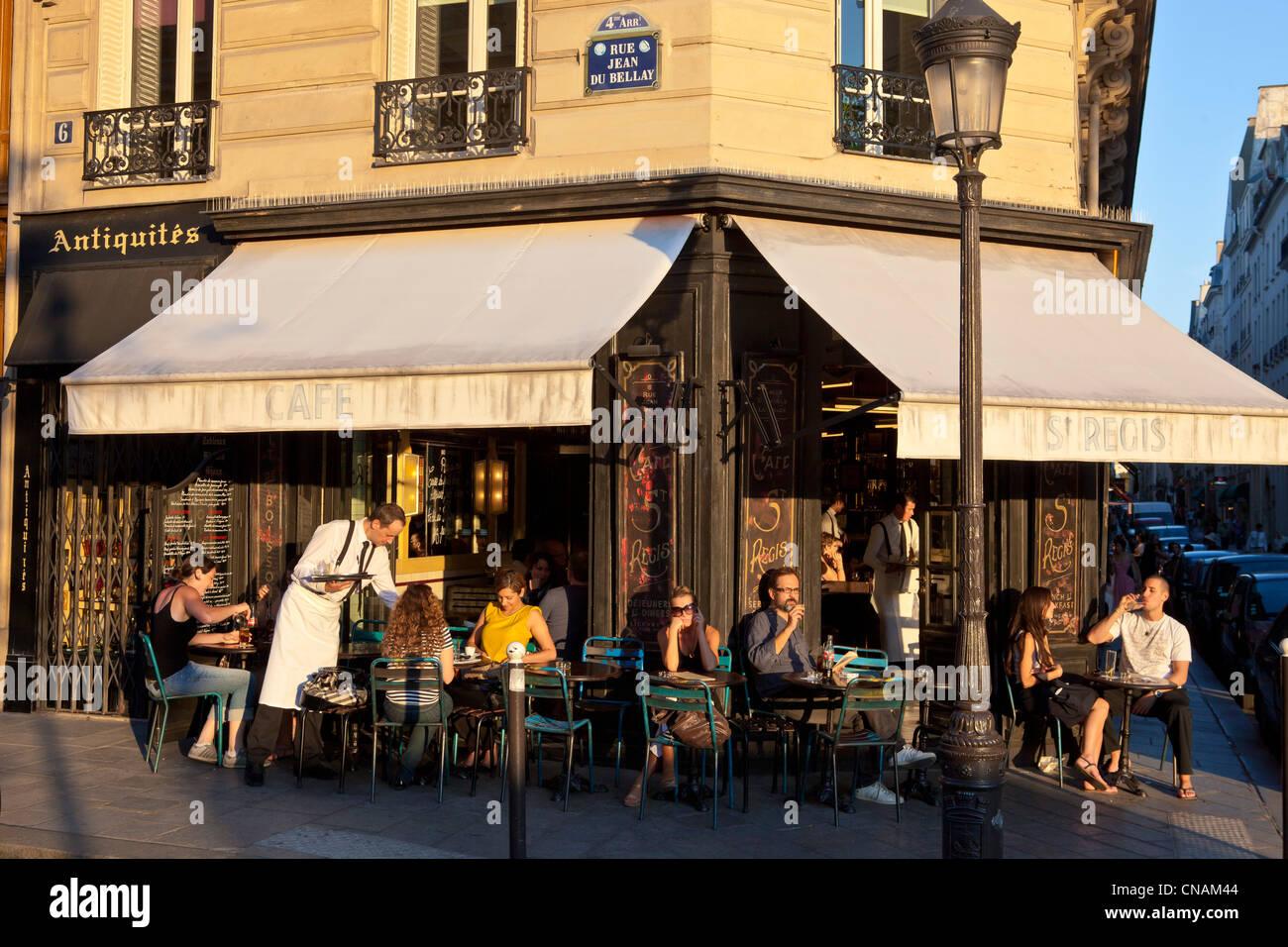 France, Paris, the Ile Saint Louis, cafe restaurant Stock Photo ...