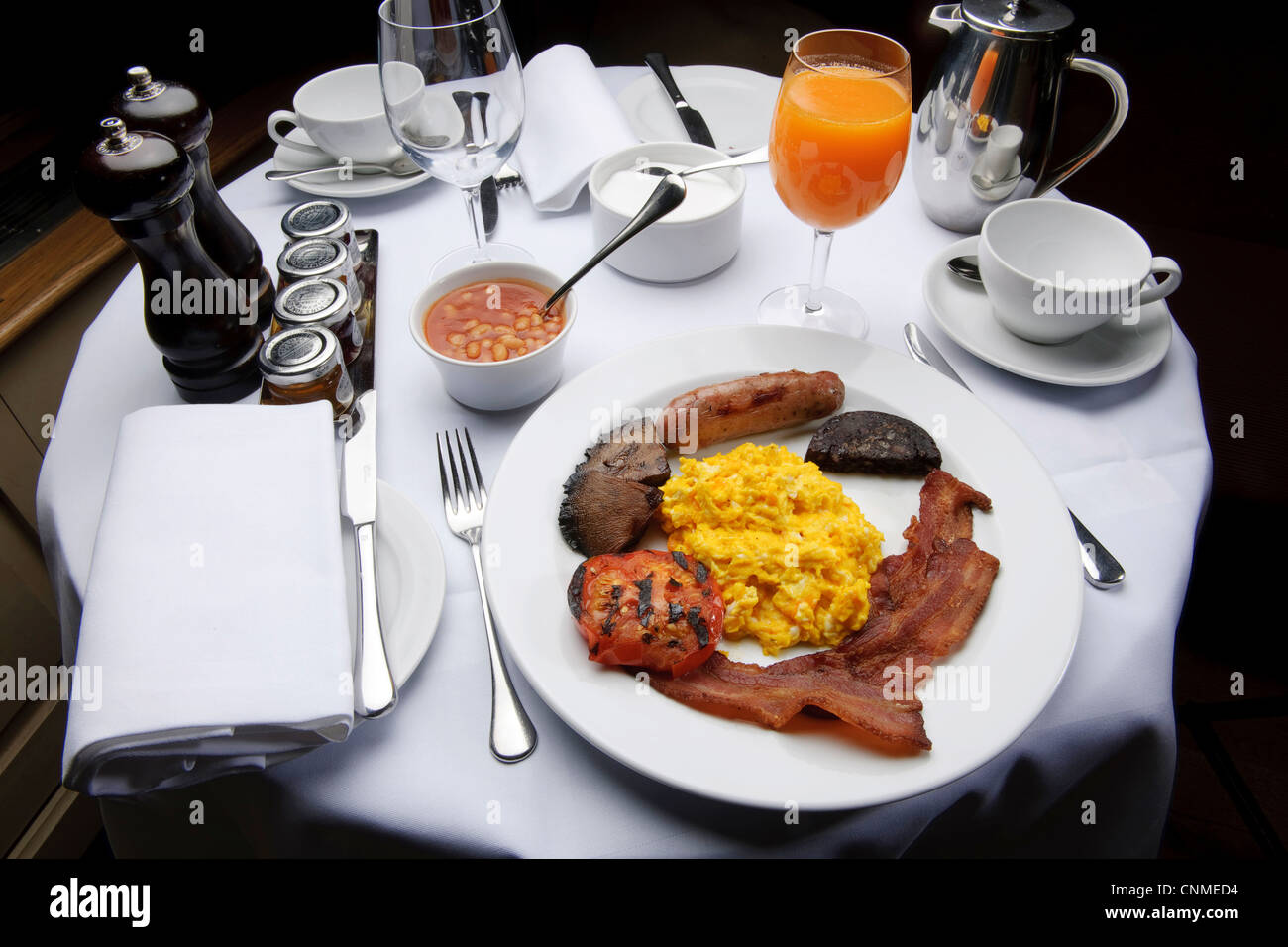 Full English Breakfast Bacon And Eggs Fry-up In Posh Restaurant ...