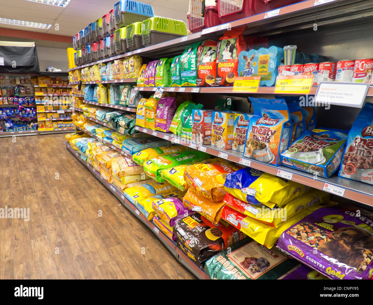 Pet-Supermarket supplies a huge selection of the best wet and dry dog food. Kibble pellets are convenient, long-lasting, easy to store and require more chewing. They provide your pet with the freedom to choose when it wishes to eat, and are therefore useful for owners who travel.