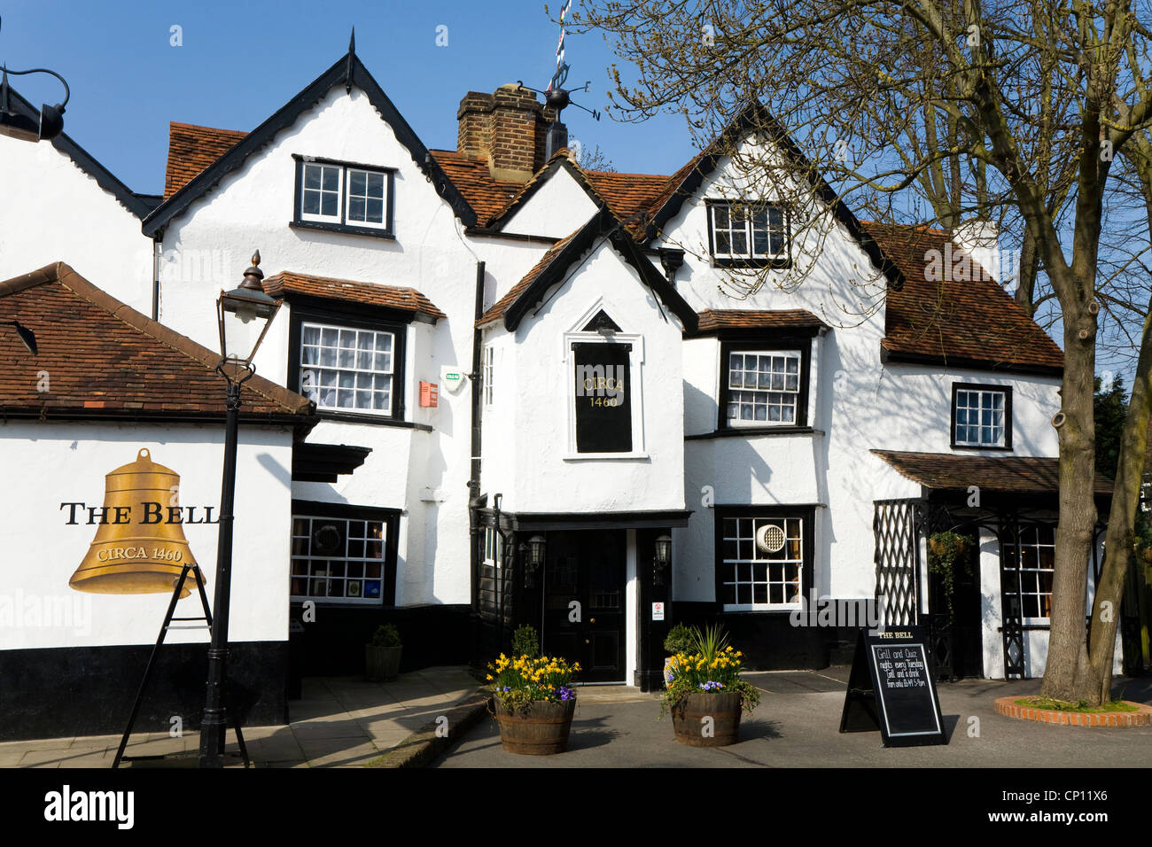 east molesey black singles The house is one mile from hampton court palace and close to the river thames there are two twin bedrooms and one single (all listed separately.