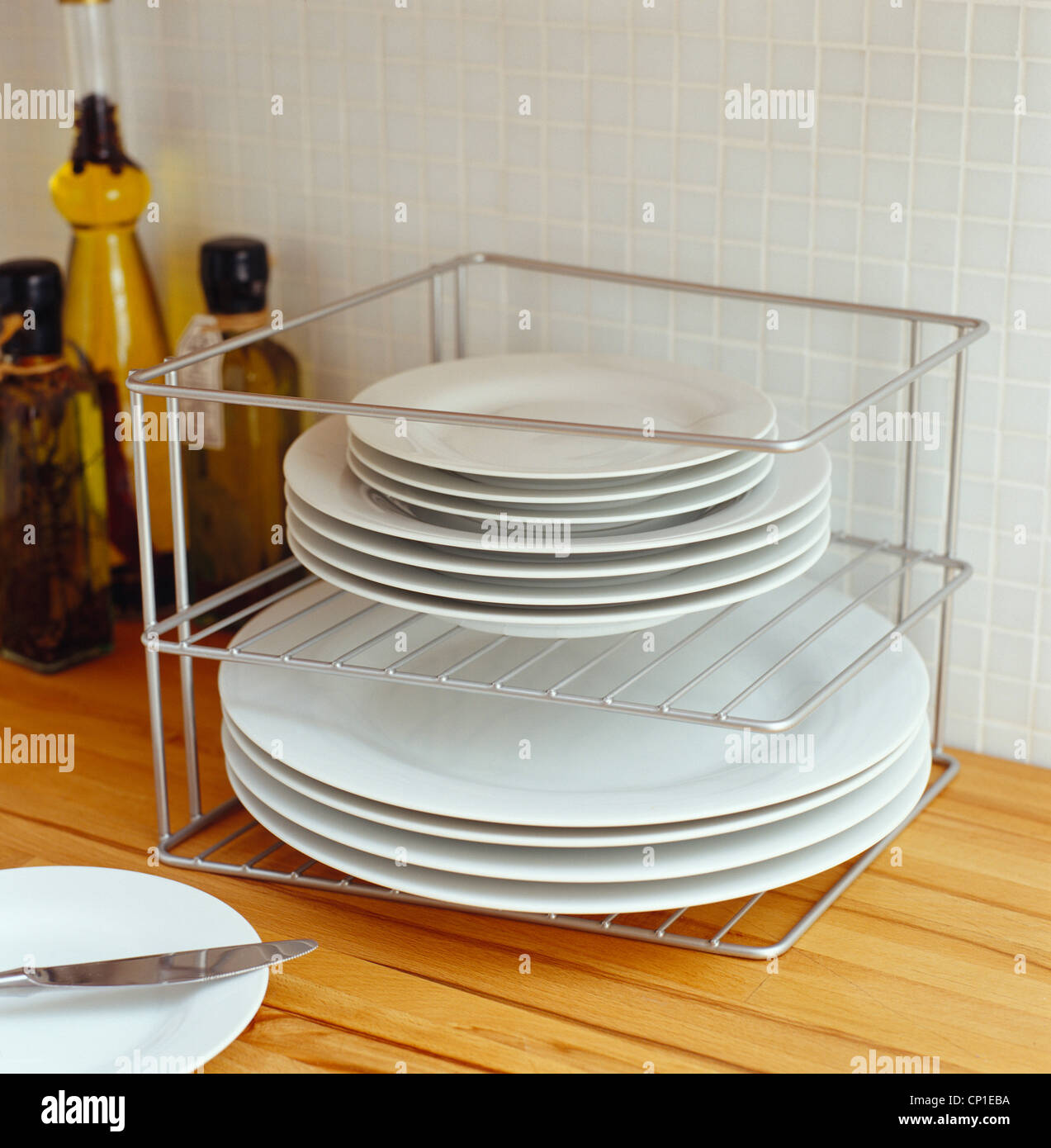 Chrome wire rack for stacking plates & Chrome wire rack for stacking plates Stock Photo: 47976414 - Alamy