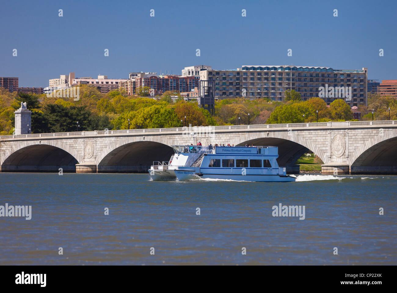 WASHINGTON DC USA Potomac River Cruise Ship Memorial Bridge - Usa river cruises