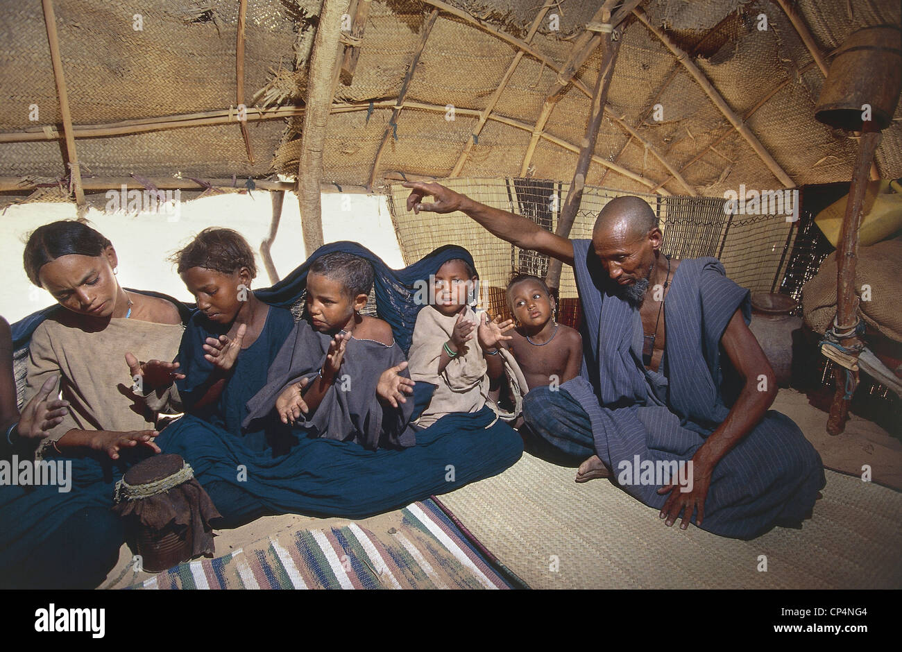Mali - Desert near Timbuktu (or Tombouctou Tombouctou). Man with children in a Tuareg tent  sc 1 st  Alamy & Mali - Desert near Timbuktu (or Tombouctou Tombouctou). Man with ...