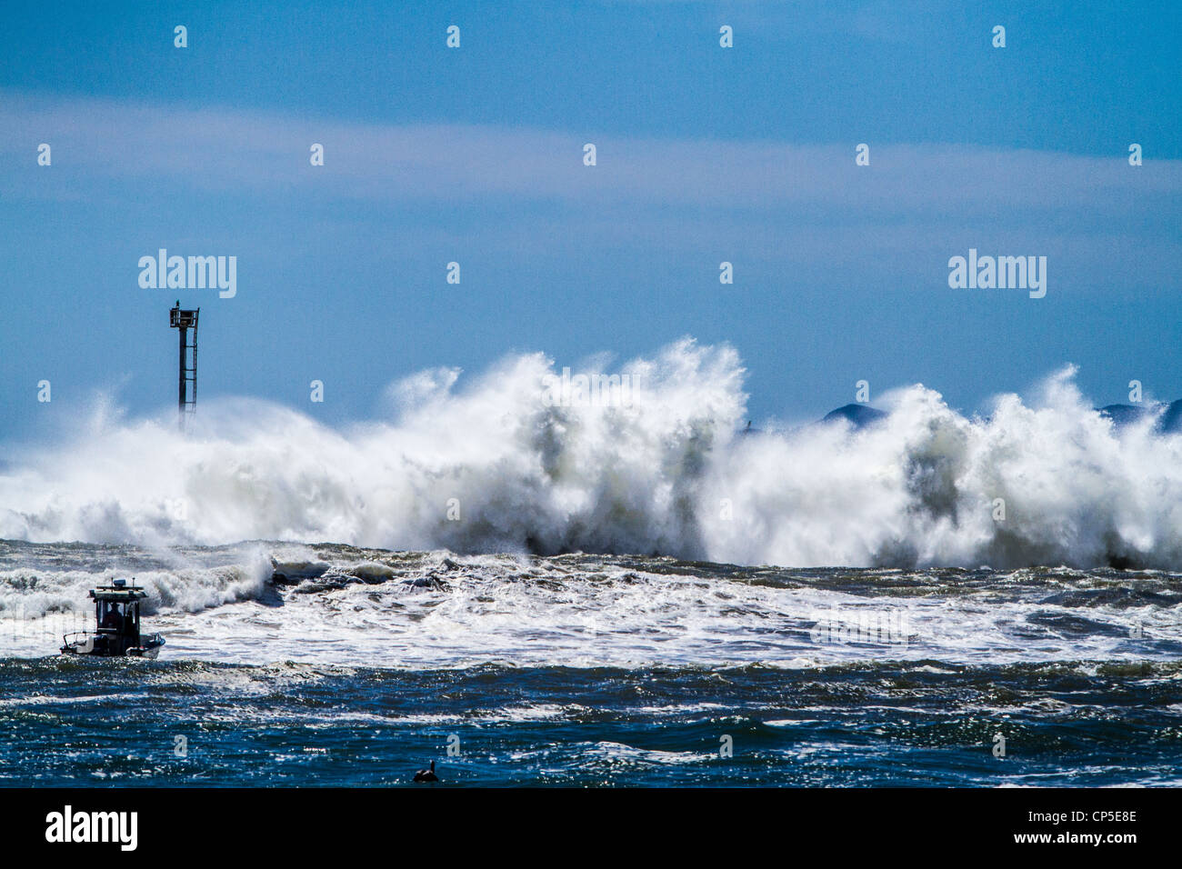 high-winds-and-big-waves-breaking-over-the-jetty-and-breakwater-in-CP5E8E.jpg