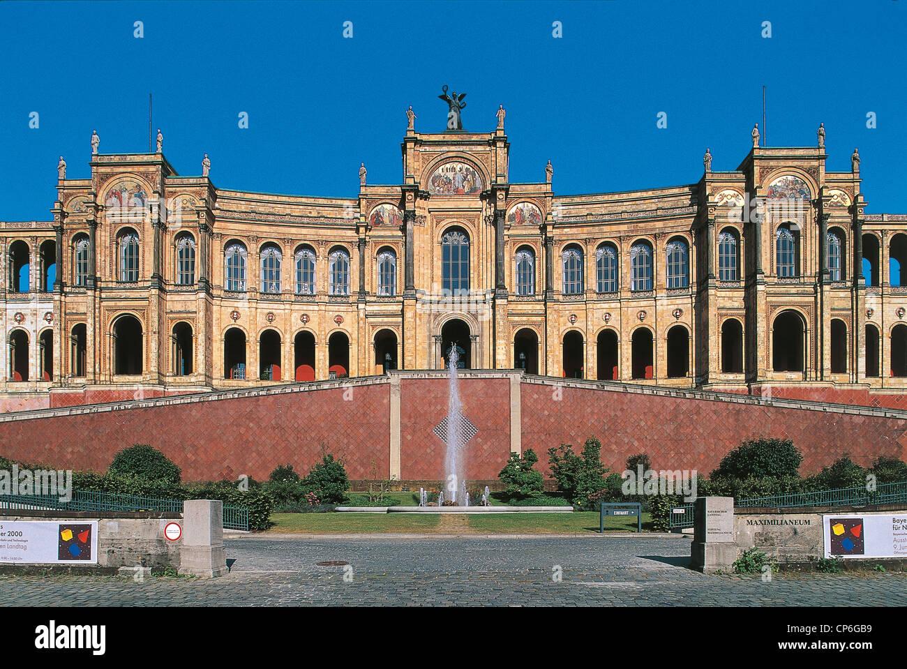 Germany munich monaco di baviera the maximilianeum for Stage parlamento italiano