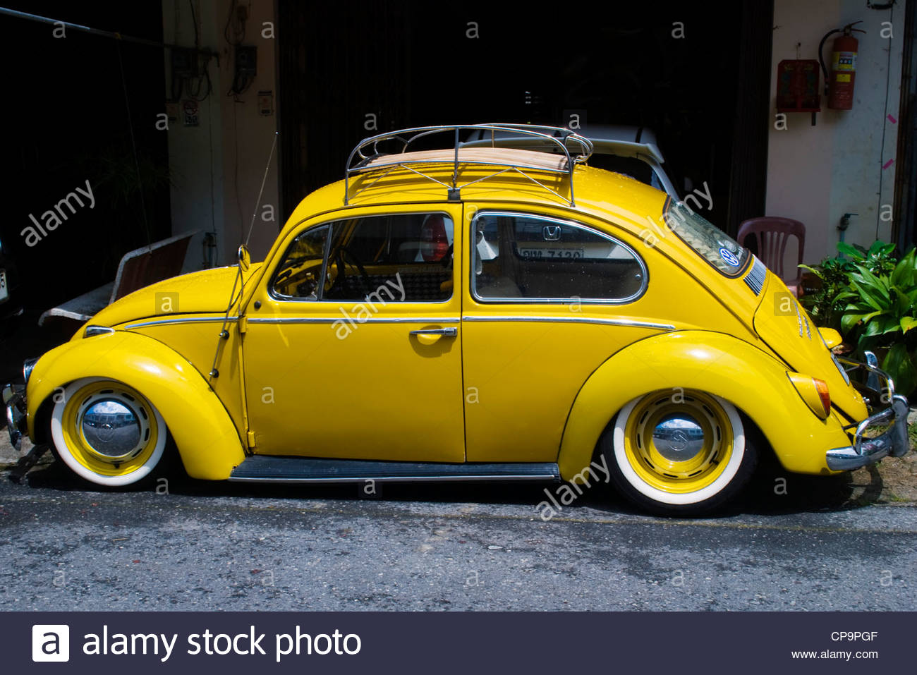 old yellow beetle car images galleries with a bite. Black Bedroom Furniture Sets. Home Design Ideas