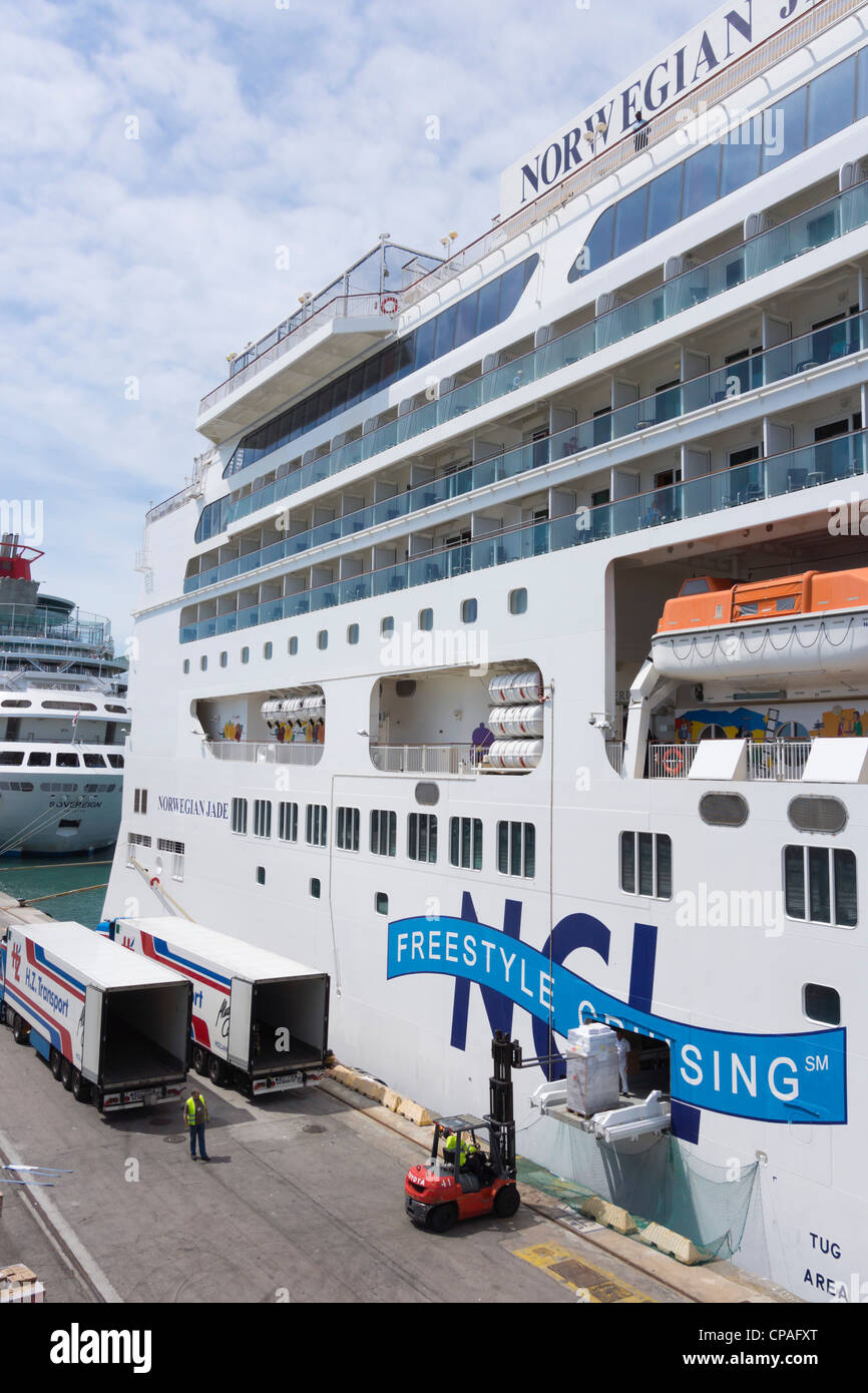 Norwegian Jade Cruise Ship Loading Up With The Fresh Supplies In - Cruise ship supplies