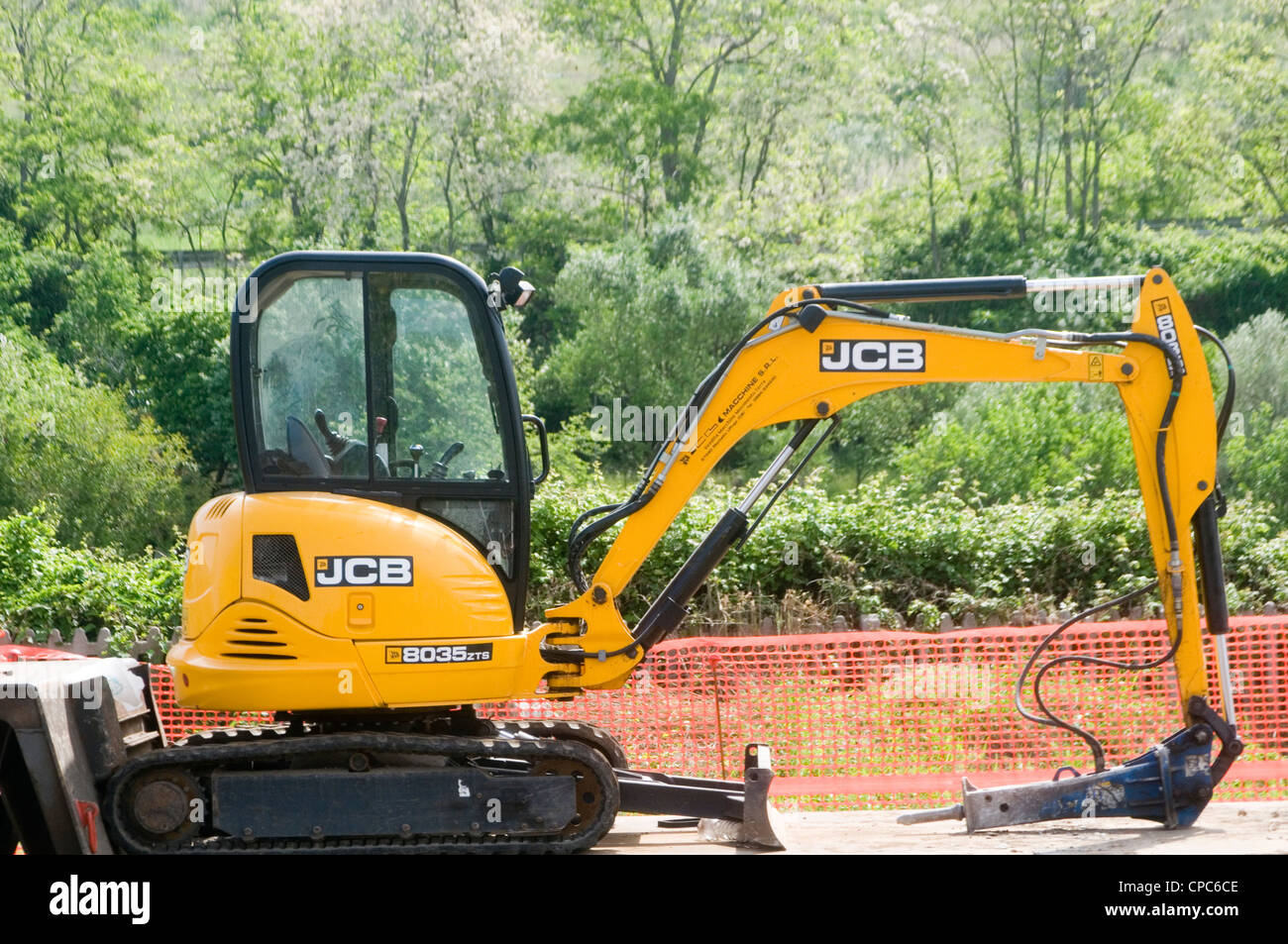 jcb mini digger diggers yellow plant hire earthmover earthmovers