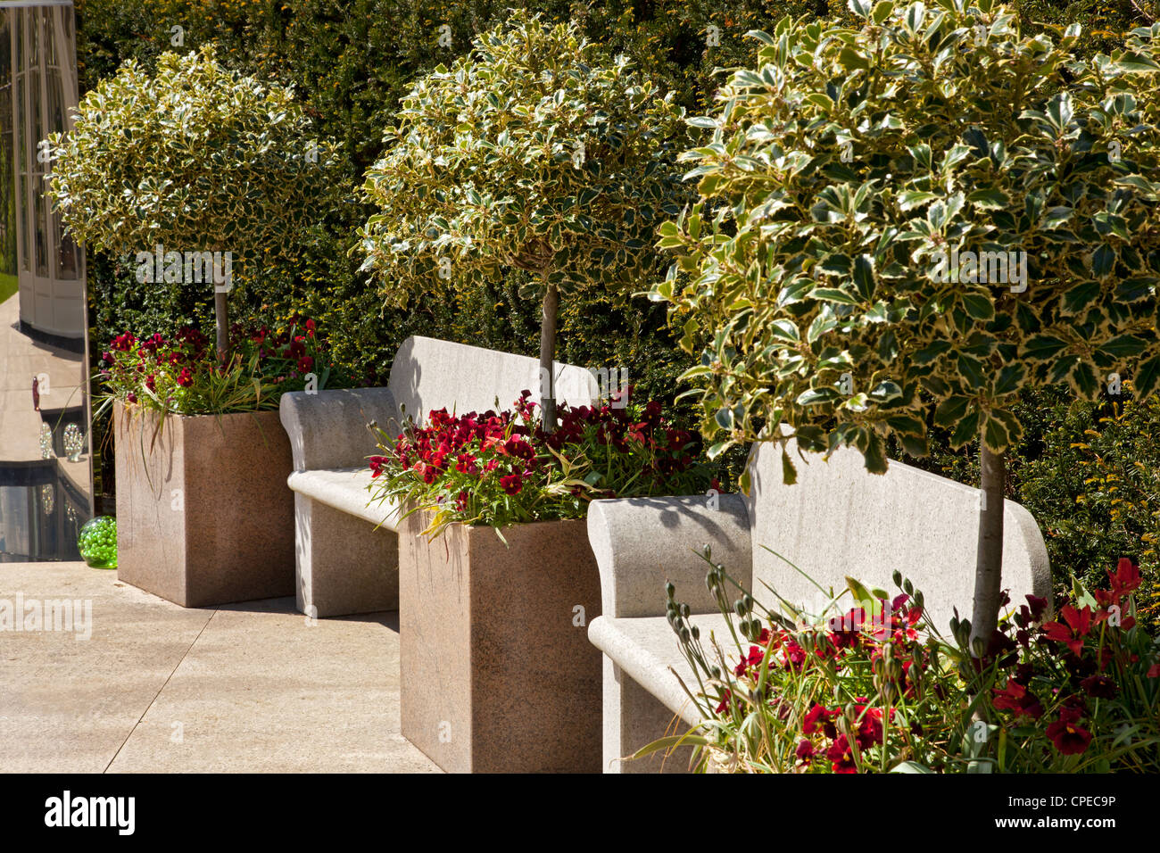 Contemporary Modern Garden With Polished Stone Planters