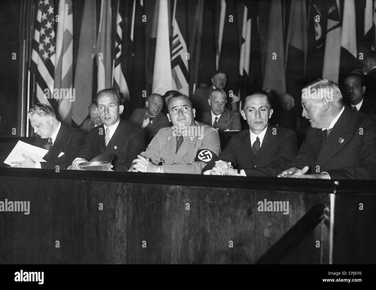 Madrid mueve - Страница 7 Roland-freisler-hans-frank-joseph-goebbels-and-franz-guertner-1935-CPJ6Y0