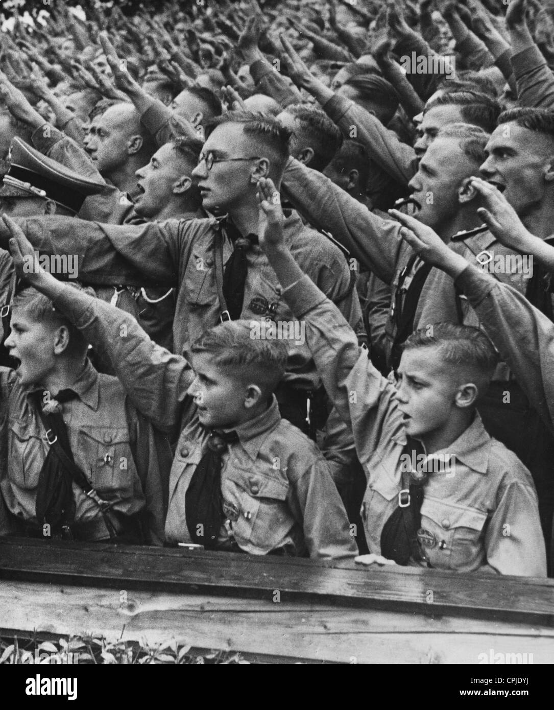 hitler and hitler youth The hitler youth movement changed over time from one of many competing youth movements to a powerful state state sponsored youth movement hitler from the beginning conceived a youth program as esential to the nazi program the hitler youth program was guided by an early nazi convert, baldur von.