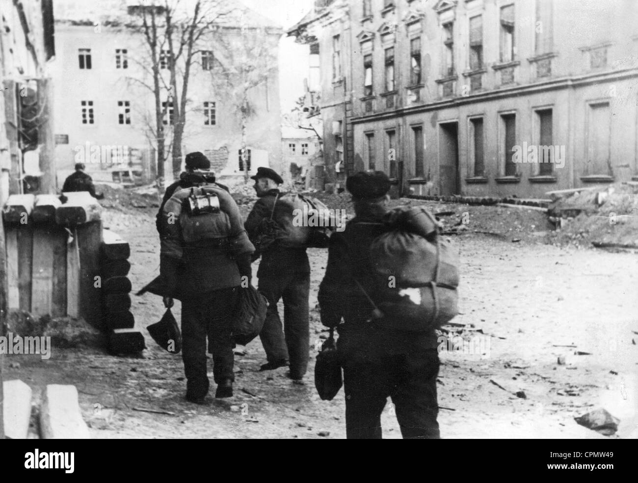 http://c8.alamy.com/comp/CPMW49/german-national-militia-in-silesia-1945-CPMW49.jpg