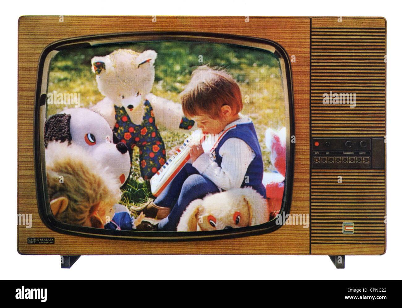 Colour Tv Sets Stock Photos Colour Tv Sets Stock Images Alamy # Vitrines Television En Bois