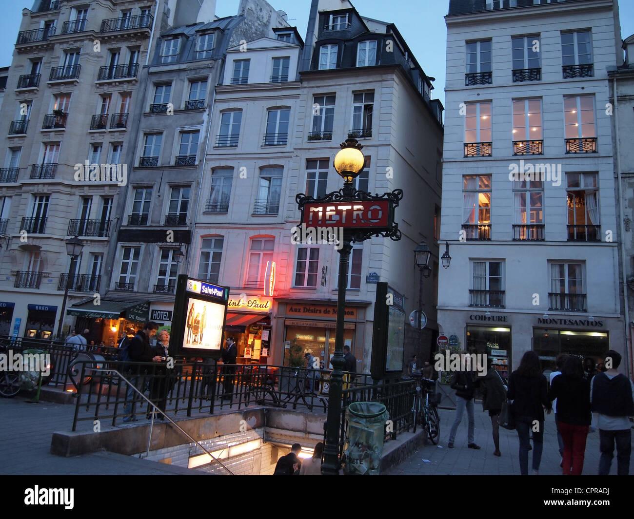 saint paul metro station on rue saint antoine at dusk paris stock photo 48456286 alamy. Black Bedroom Furniture Sets. Home Design Ideas