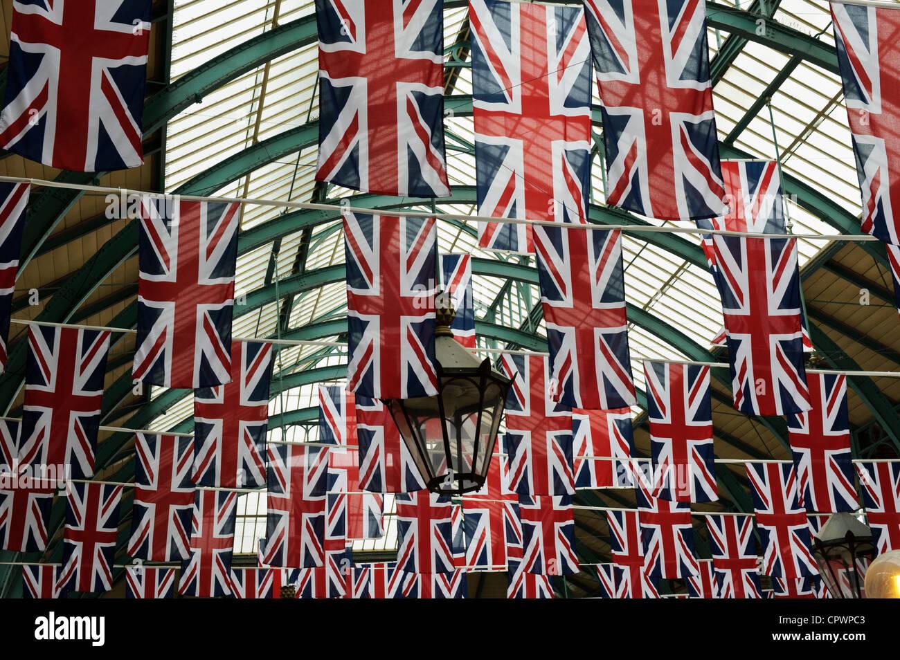 Union jack flags decoration during queen elizabeth 2 for Decoration murale union jack