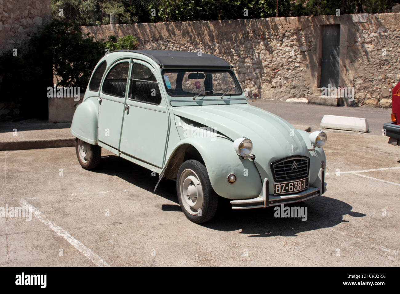 citro n 2cv deux chevaux car stock photo royalty free image 48560062 alamy. Black Bedroom Furniture Sets. Home Design Ideas